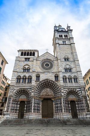lorenzo: Cattedrale di San Lorenzo, church in a summer day in Genova, Italy