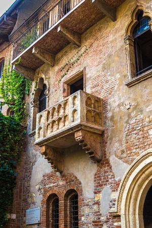 romeo and juliet: Romeo and Juliet  balcony  in Verona, Italy