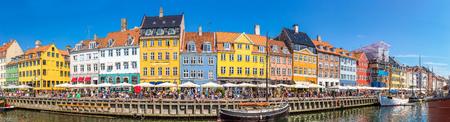 Nyhavn Bezirk ist eines der berühmtesten Wahrzeichen in Kopenhagen an einem Sommertag