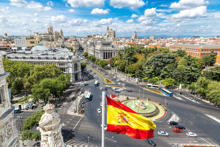 Letecký pohled na Cibeles kašna na náměstí Plaza de Cibeles v Madridu v krásný letní den, Španělsko Reklamní fotografie - 45864399