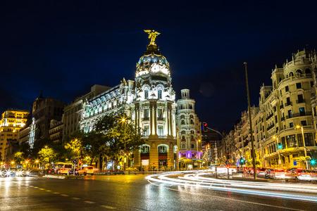 Hotel Metropolis a Madrid in una bella notte d'estate, Spagna Archivio Fotografico