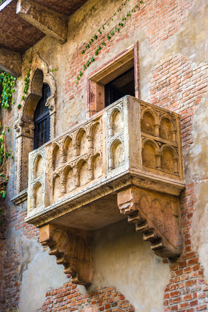 romeo: Romeo and Juliet  balcony  in Verona, Italy