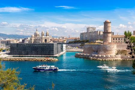 Saint Jean hrad a katedrála de la Major a přístav Vieux v Marseille, Francie Reklamní fotografie - 45938783