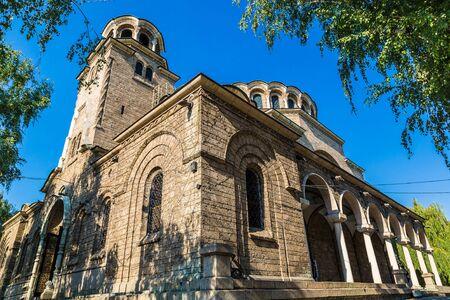 夏の日ブルガリア、ソフィアの聖ネデリャ教会