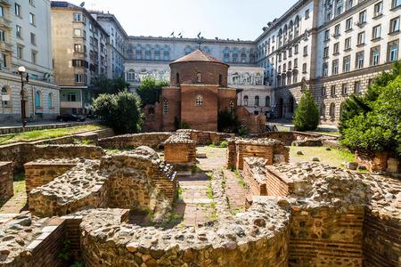 円形建築、聖ジョージ、ソフィア、ブルガリアで最古の教会夏の日の教会 写真素材