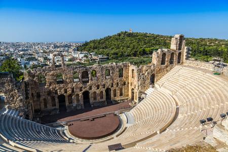 アクロポリスのギリシャ、Athnes で夏の日の古代劇場