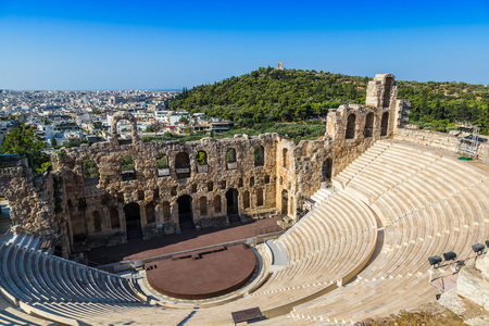 ancient greece: Teatro antiguo en un d�a de verano en la Acr�polis Grecia, Athnes