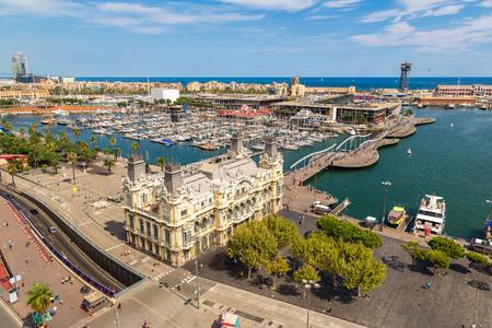 barcelone: Vue aérienne du port Vell à Barcelone, Espagne