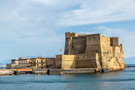 Castel dell'Ovo in een zomerse dag in Napels, Italië Stockfoto