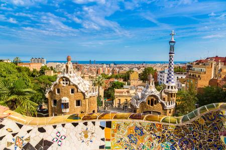 바르셀로나, 스페인 여름 하루에 건축가가 우 디 공원 Guell. 스톡 콘텐츠