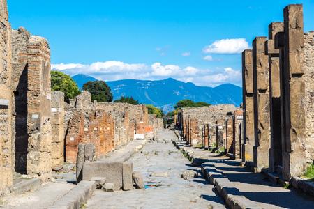 Watch the Destruction of Pompeii by Mount Vesuvius Re