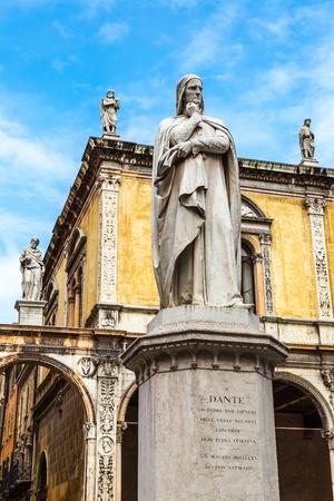 dante alighieri: Statue of Dante Alighieri in a summer day in Verona, Italy Editorial