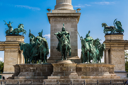 predecessor: Heroes square in Budapest, a square dedicated to the hungarian kings