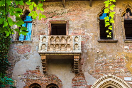 romeo and juliet: Romeo and Juliet  balcony  in Verona, Italy