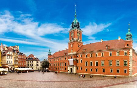 the royal: Royal Castle and Sigismund Column in Warsaw in a summer day, Poland
