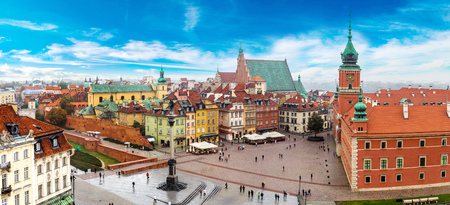 Panoramisch uitzicht van Warschau in een zomerse dag n Polen Redactioneel