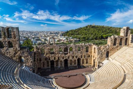 Oud theater in een zomerse dag in de Akropolis Griekenland, Athnes Stockfoto