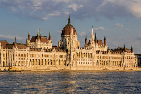 parliamentary: The building of the Hungarian Parliament in Budapest at the river Danube, Hungary
