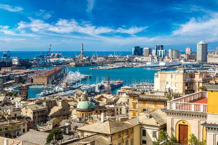 Panoramatický výhled přístav Janov v letní den, Itálie Reklamní fotografie