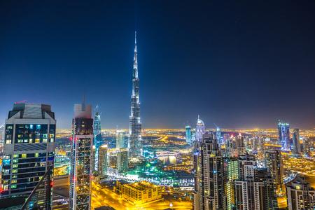 Vista aérea del centro de Dubai en un día de verano, Emiratos Árabes Unidos Foto de archivo