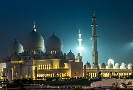 zayed: Sheikh Zayed Mosque at night. Abu Dhabi, United Arab Emirates