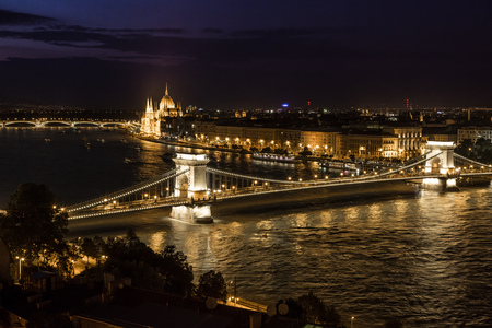 building a chain: Budapest at evening, Chain Bridge and Parliament Building.