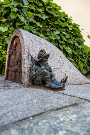 gnomos: WROCLAW, POLAND - JULY 29: Sculpture of gnome from fairy-tale made by Tomasz Moczek  on July  29, 2014 in Wroclaw, Poland. The more than 250 gnomes are touristic symbol of Wroclaw
