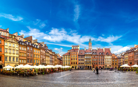 Old town square in Warsaw in a summer day, Poland Imagens