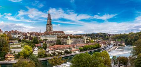 Vue panoramique de Berne et Bundeshaus cathédrale en Suisse Banque d'images