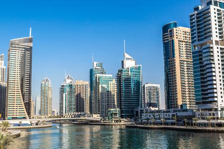 Dubai Marina dans une journée d'été, Emirats Arabes Unis
