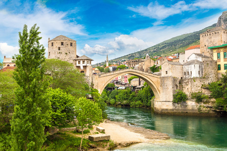 most: The Old Bridge in Mostar in a beautiful summer day, Bosnia and Herzegovina