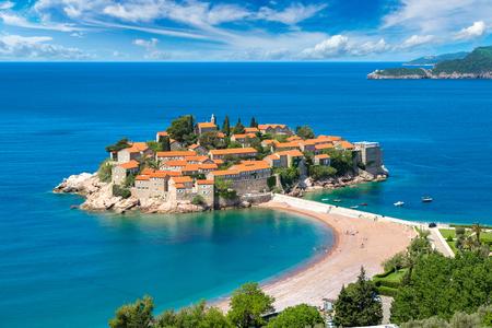 Sveti Stefan island in Budva in a beautiful summer day, Montenegro Stockfoto