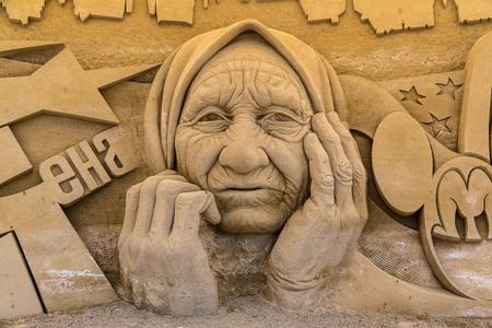 lido: LIDO DI JESOLO, ITALY - JUNE 11, 2016: Sand Sculptures Festival in Lido di Jesolo at adriatic Sea in a   beautiful summer day, Italy on June 11, 2016 Editorial