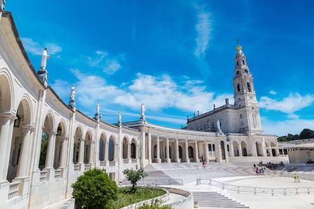 Le sanctuaire de Fatima dans un beau jour d'été au Portugal Banque d'images - 70758253