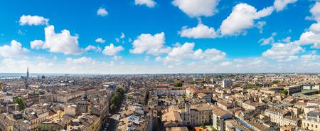 美しい夏の日、フランスのボルドーの空中パノラマ