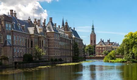 Binnenhof paleis Nederlandse parlement in Den Haag in een mooie zomerse dag, Nederland