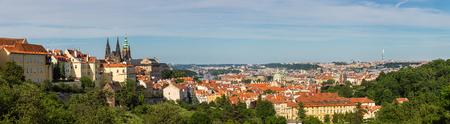 Panoramische luchtmening van Oud Stadsvierkant in Praag in een mooie de zomerdag, Tsjechische Republiek Stockfoto
