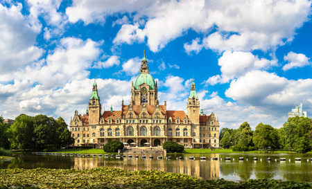 Panorama of New City Hall in Hannover in a beautiful summer day, Germany Banco de Imagens - 74730914