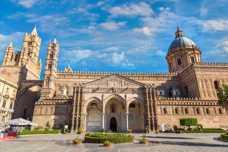 美しい夏の日イタリア、パレルモ、パレルモ大聖堂