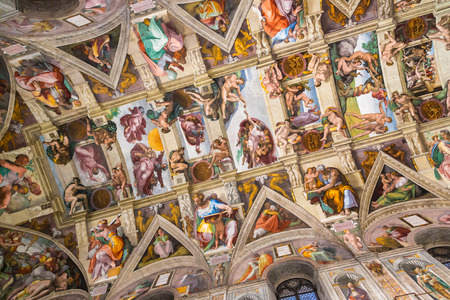 VATICAN, VATICAN - DECEMBER 25, 2016: Ceiling of the Sistine chapel in the Vatican museum in Vatican 에디토리얼