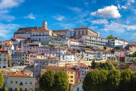 오래 된 도시 코임브라, 포르투갈 아름 다운 여름날에 스톡 콘텐츠