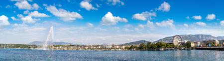 Le lac de Genève et la fontaine Jet d'Eau à Genève dans un beau jour d'été, en Suisse