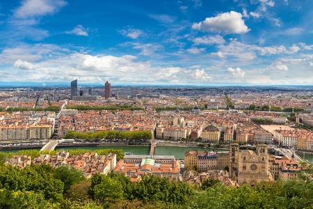 Vista panorâmica aérea de Lyon, França em um lindo dia de verão Foto de archivo