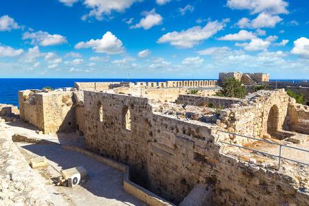 Kyrenia Castle in Kyrenia (Girne), 키프로스 아름다운 여름 하루에 에디토리얼