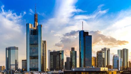 Panorama de Frankfurt, Alemania en una tarde de verano Foto de archivo