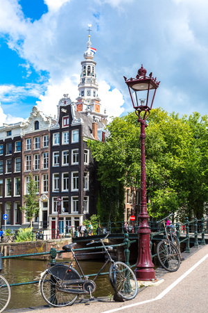 Canals of Amsterdam, Netherlands in a summer day 에디토리얼