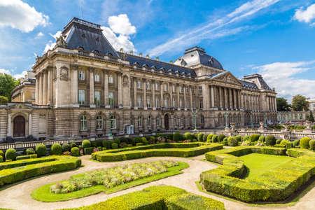 Il Palazzo Reale a Bruxelles in una bella giornata estiva Archivio Fotografico