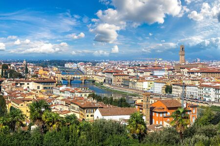 river arno: Beautiful day in Florence, Italy