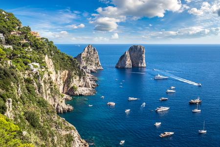 Isola di Capri in una bella giornata estiva in Italia Archivio Fotografico
