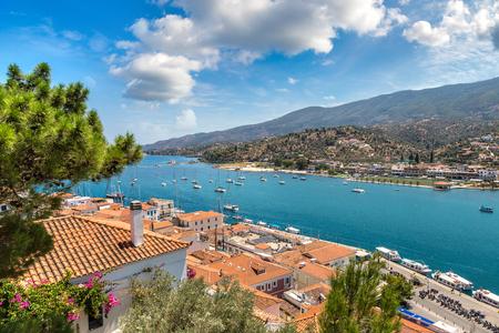 isola di Poros in un giorno d'estate in Grecia
